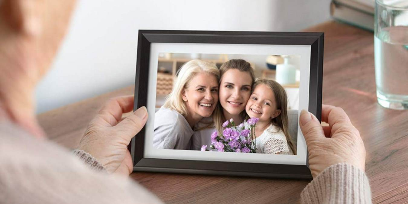 Porta-retrato DragonTouch Classic 10 Wi-Fi: uma maneira elegante de modernizar fotos e presentes