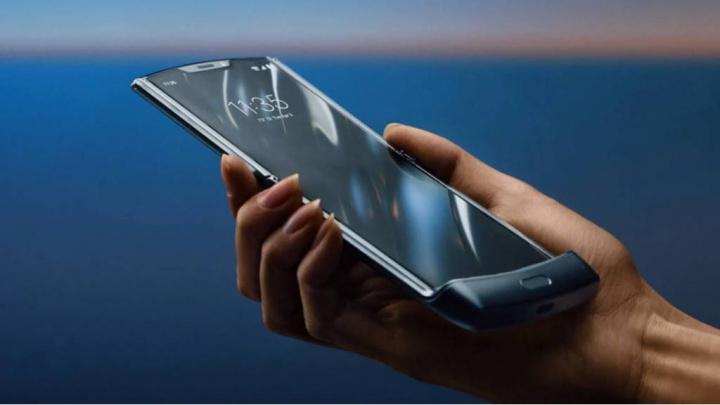 Xiaomi działa na składanym na trzy ekran smartfonie 1