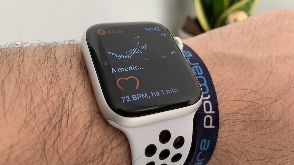 Apple Watch: Pulssioksimetri voi auttaa havaitsemaan tartunnan saaneen COVID-19: n