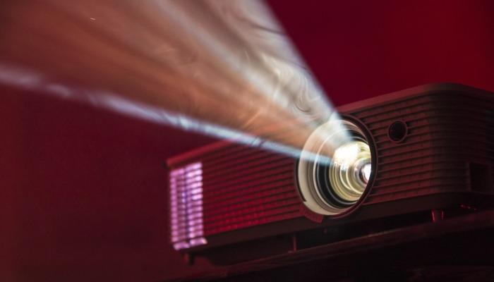 Przewodnik po zakupie kina domowego Projektor