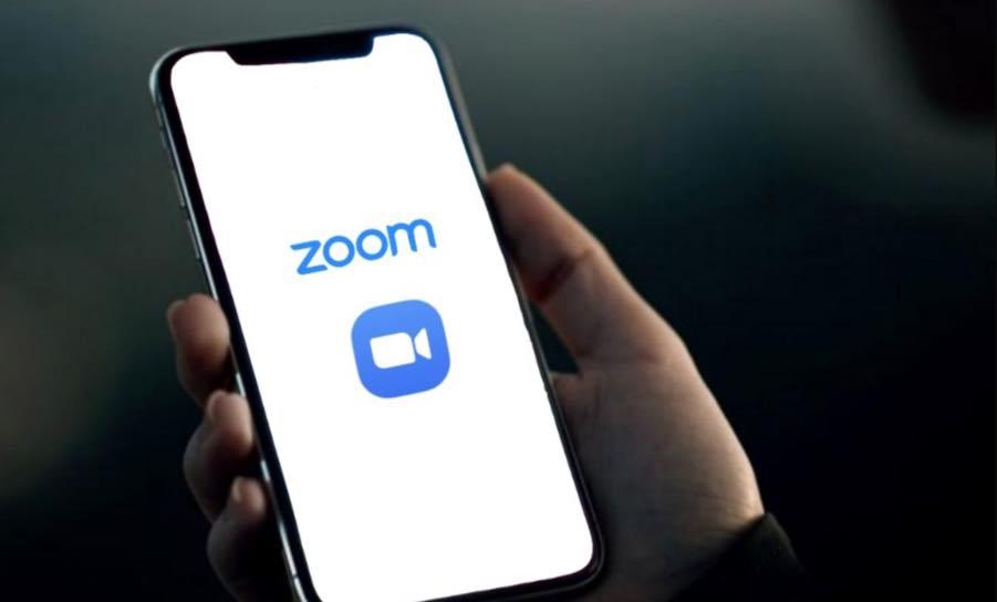 Usa o Zoom no iPhone? App envia dados para o Facebook sem permissão