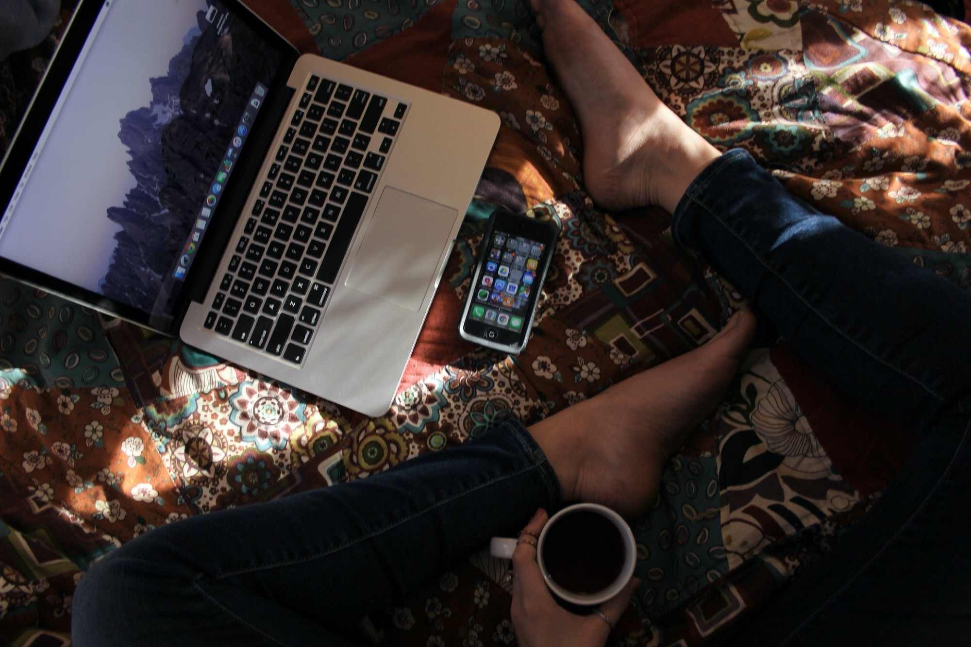 MacBook-näppäimistö - TV-sovelluksen pikanäppäimet