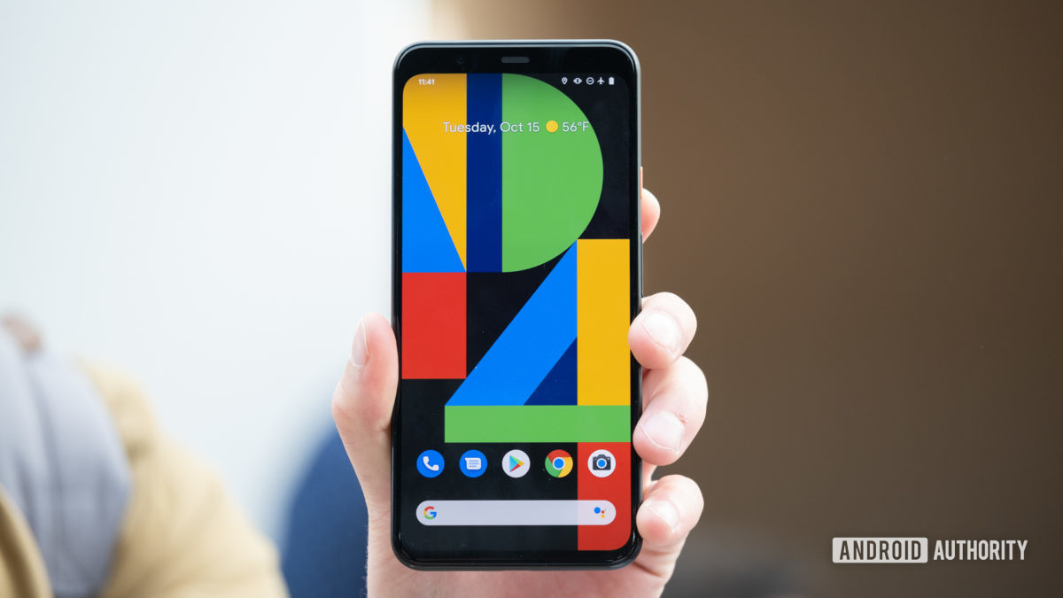 pikselin 4 XL-näyttö kädessä 2
