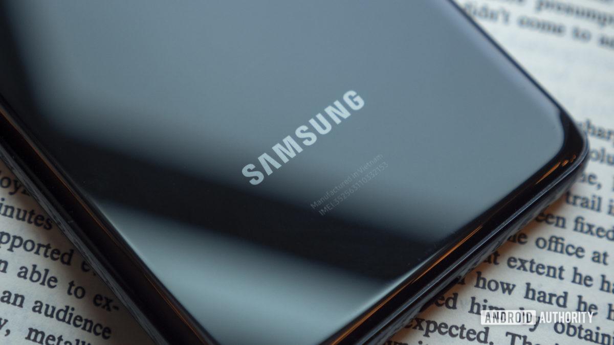 Samsung Galaxy S20 Plus Samsung -logo-arvostelu 1