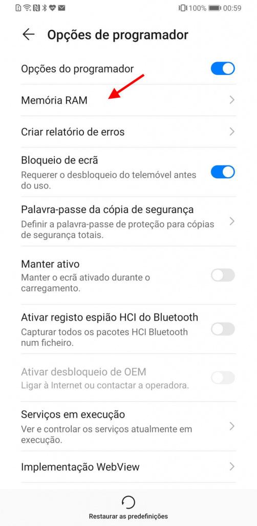 Älypuhelin, jossa on sovelluksia Androidille