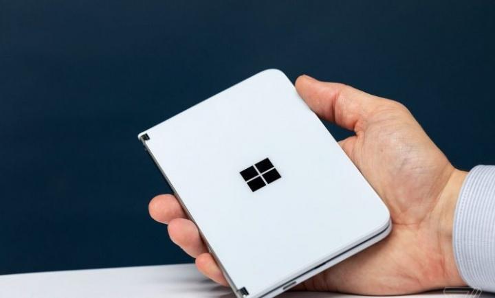 Microsoft Surface Duo będzie miał aparat 11 MP, Snapdragon 855 i 6 GB pamięci RAM 2
