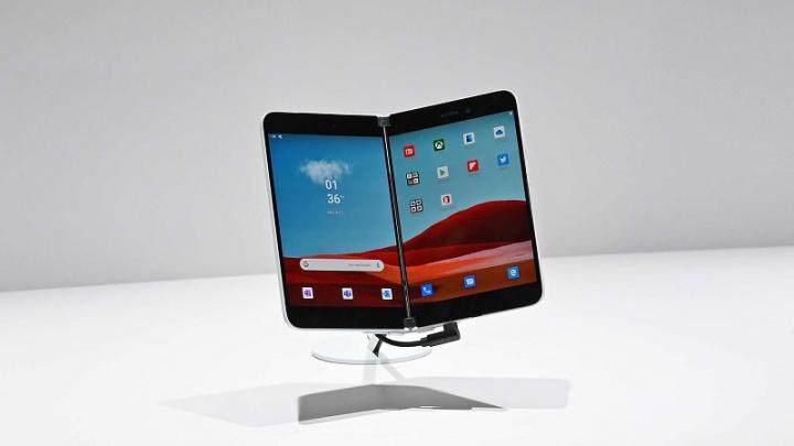 Microsoft Surface Duo będzie miał aparat 11 MP, Snapdragon 855 i 6 GB pamięci RAM 1