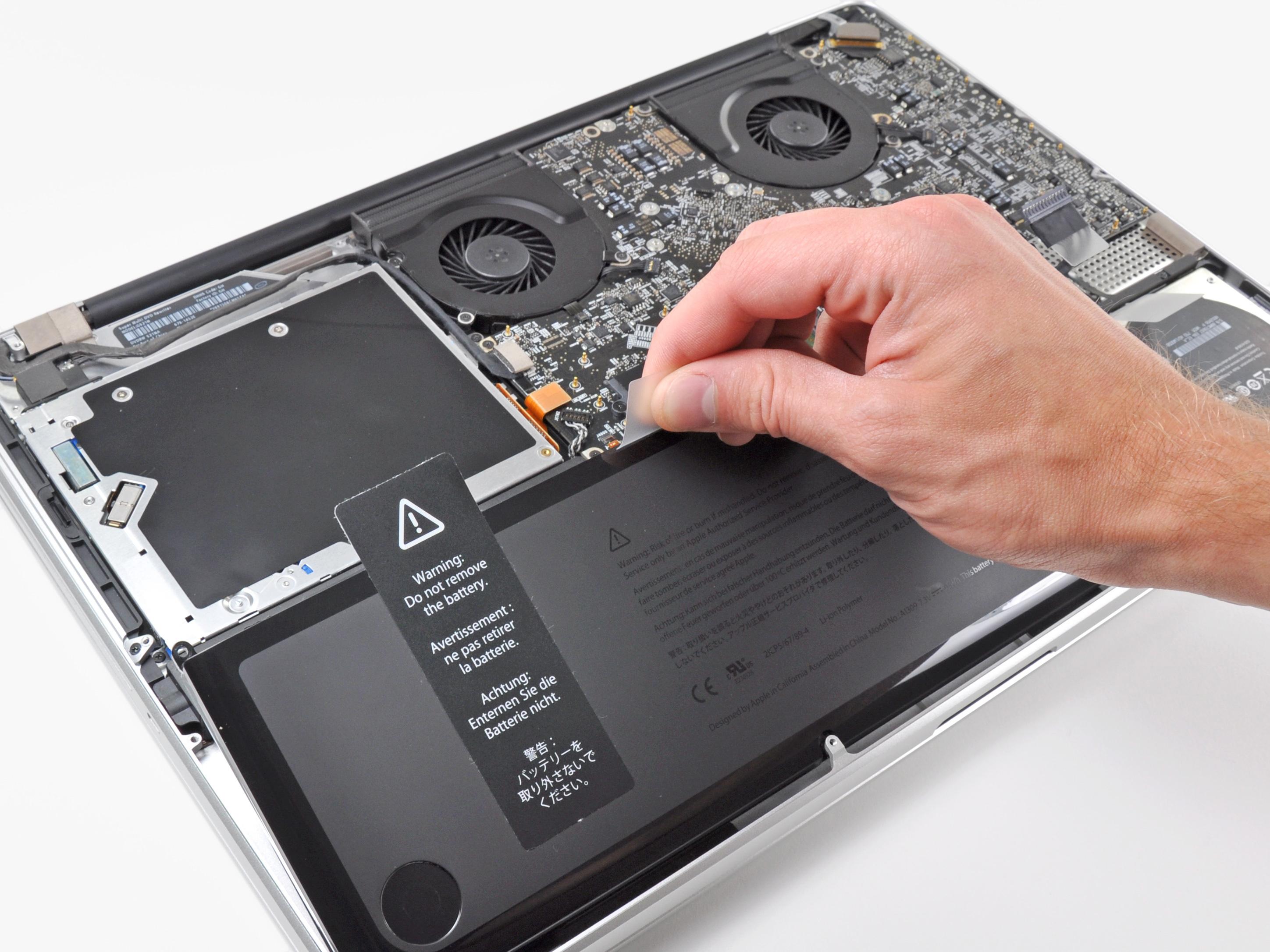 Извлечение аккумулятора из MacBook