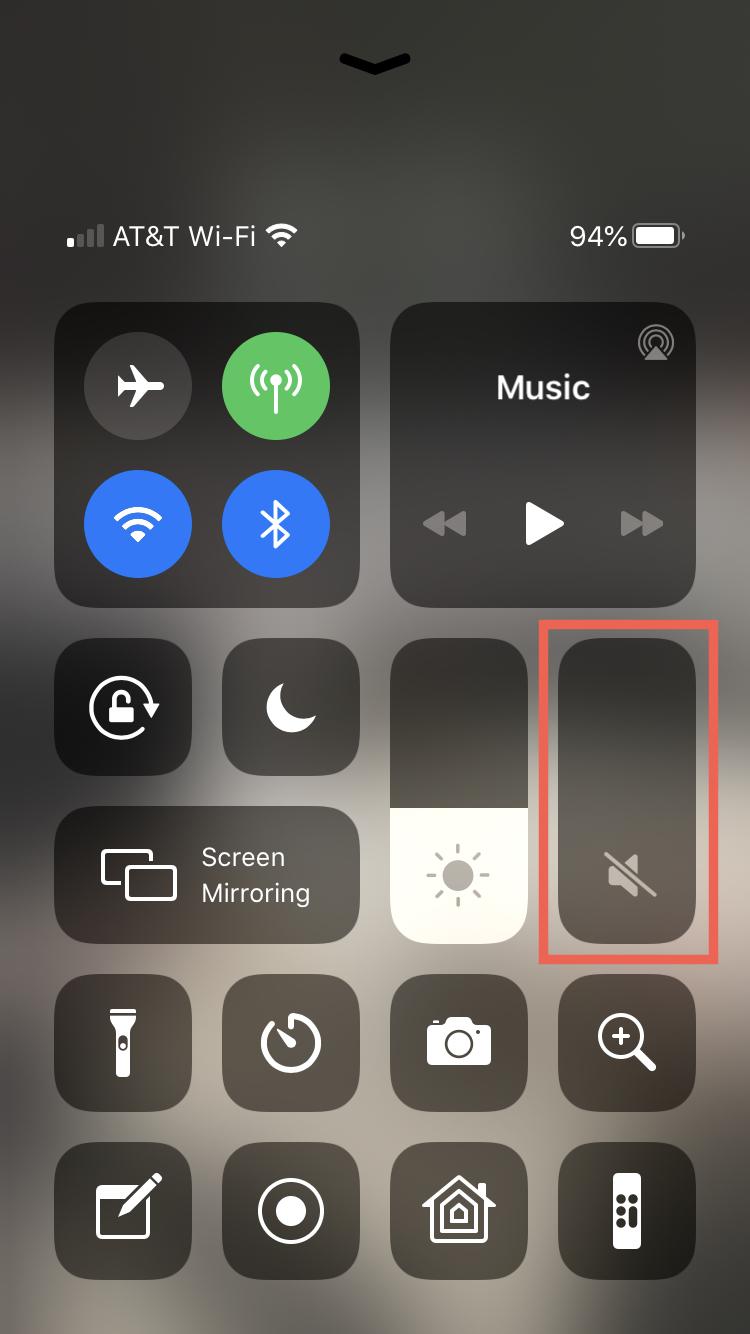 Stlmiť hlasitosť ovládacieho centra IPhone