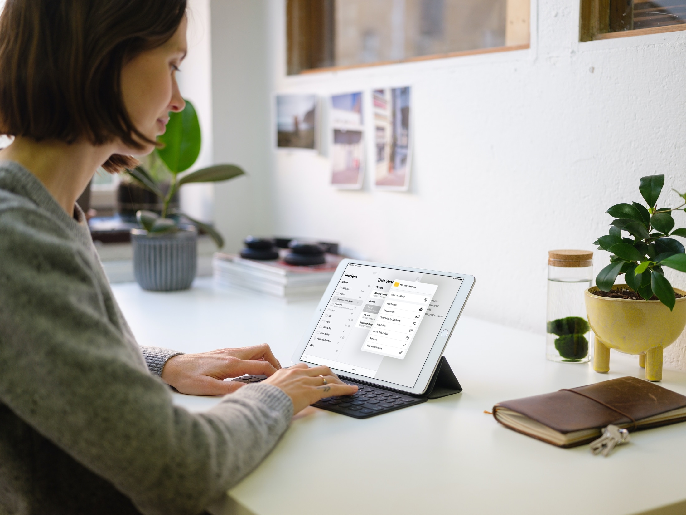Note  Menu czynności dotyczących folderów na iPadzie
